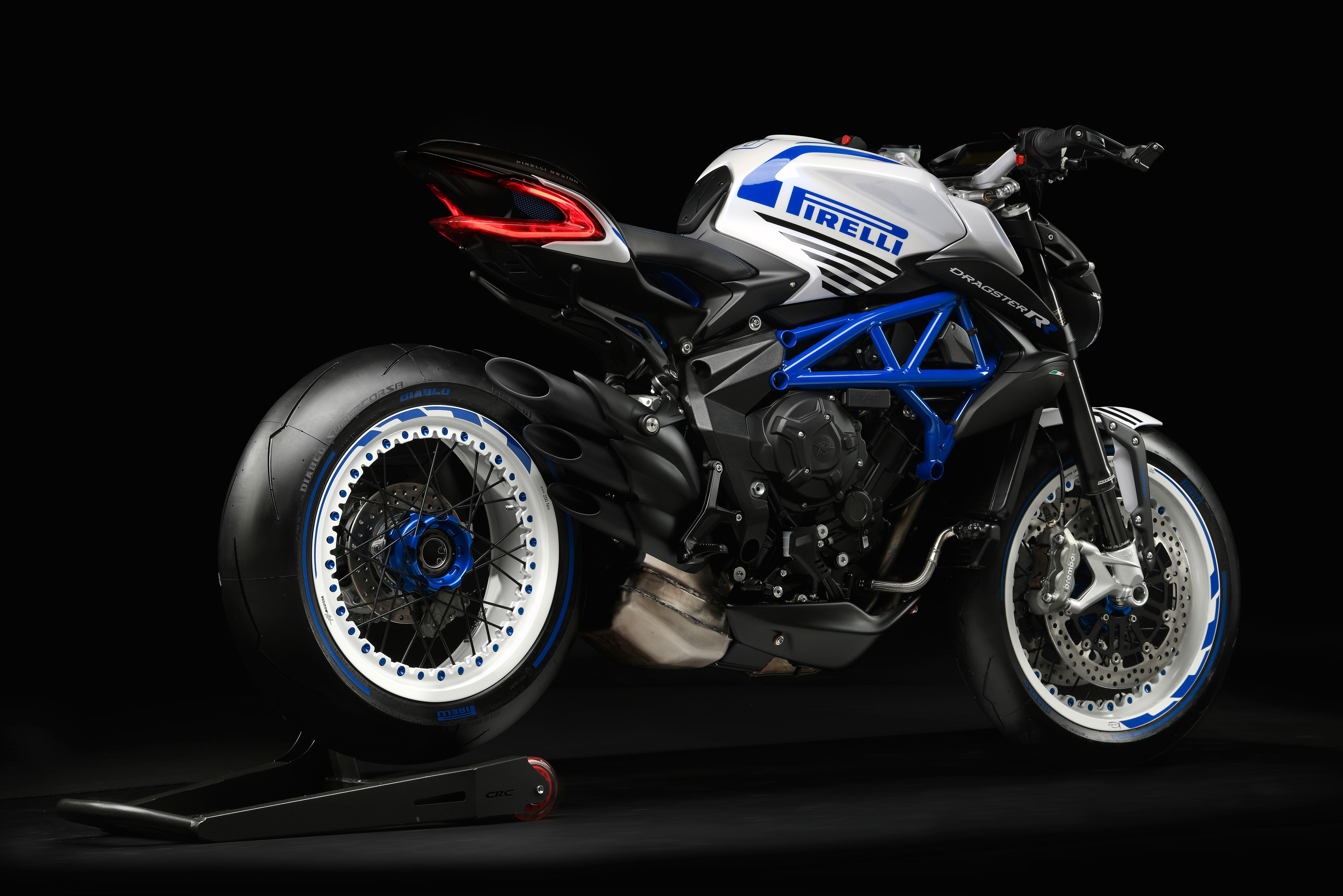 Dragster-800-RR-Pirelli-bllue