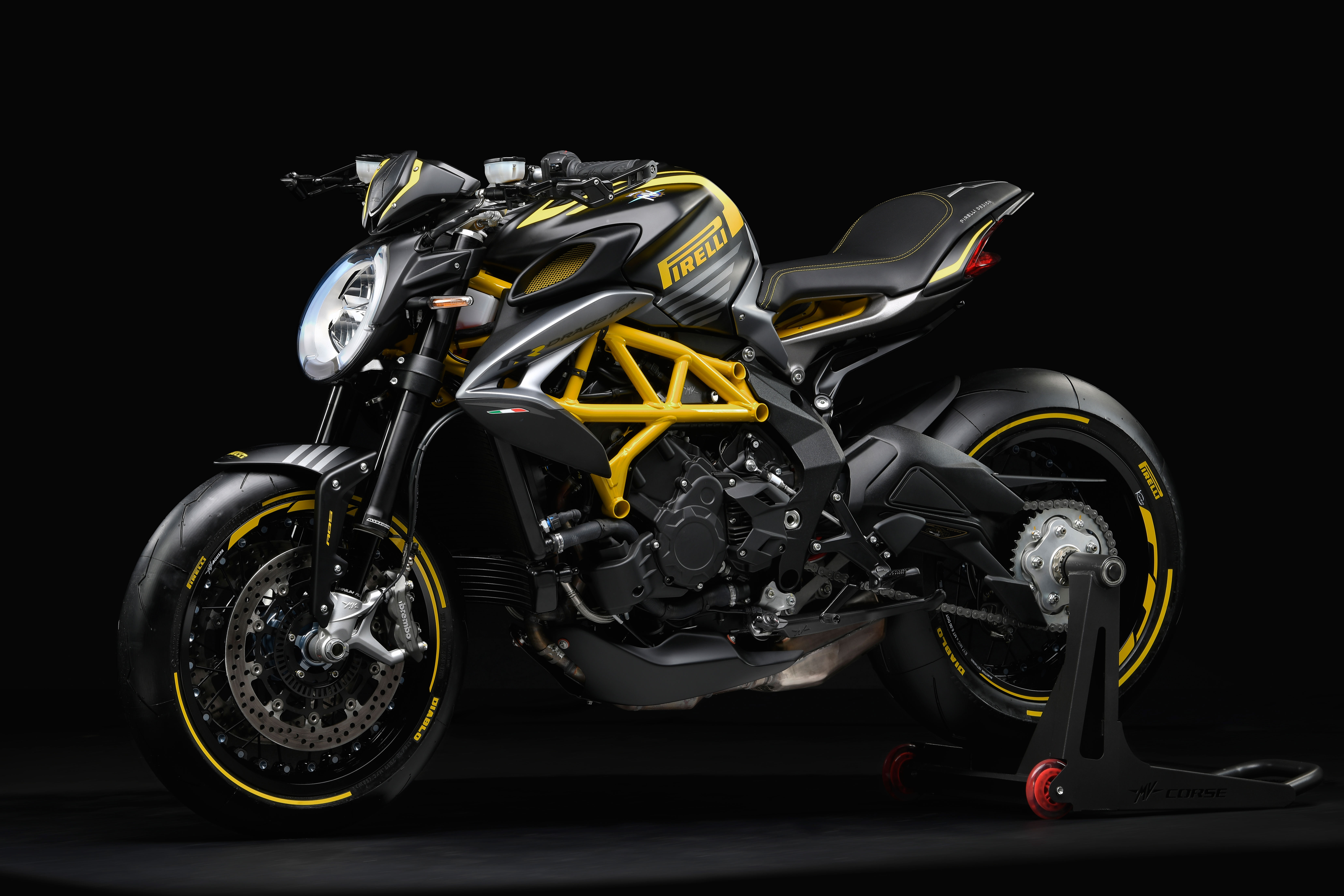 MV-Dragster-800-RR-Pirelli