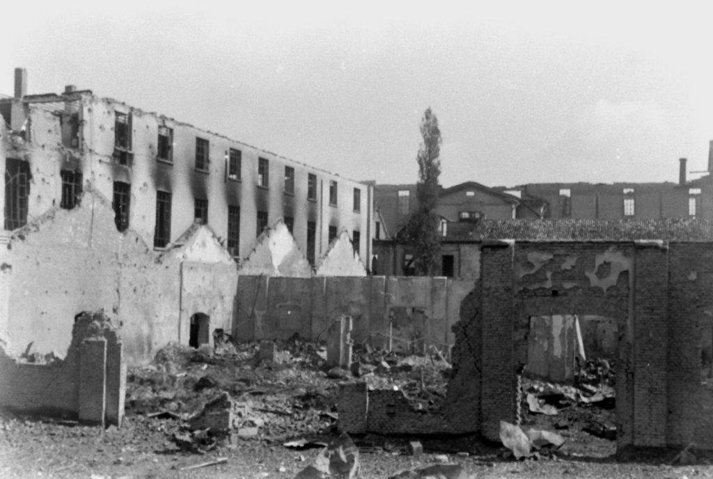 Fabrika u Milanu nakon bombardovanja 1943. godine