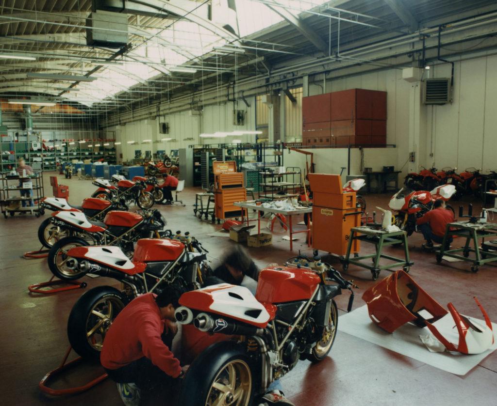 Rad na Ducati 916 u trkačkom odeljenju
