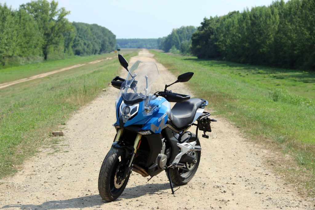 CF Moto MT650