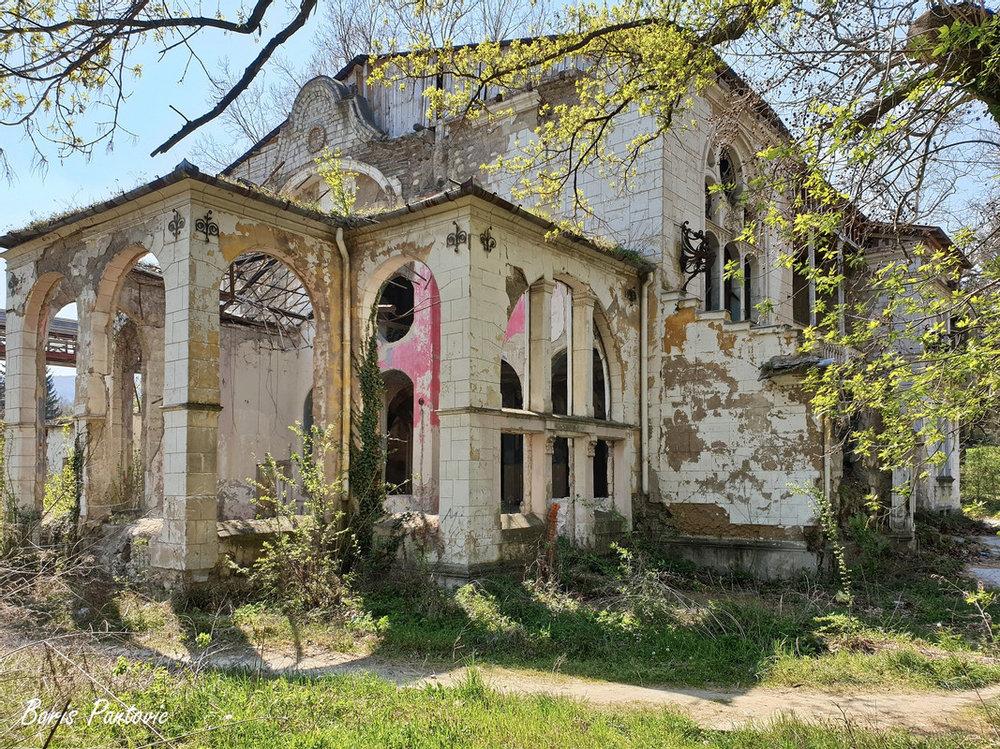 Špicerov dvorac i Rakovačka pećina